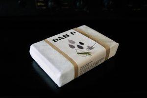 Milo za drago je ne-album, ki ga je skupina Dan D izdala oktobra 2018. V osrčju mila z vonjem po smrekah, se skriva USB ključek z 10 skladbami.